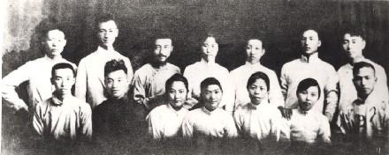 资料图:部分觉悟社成员在天津的合影