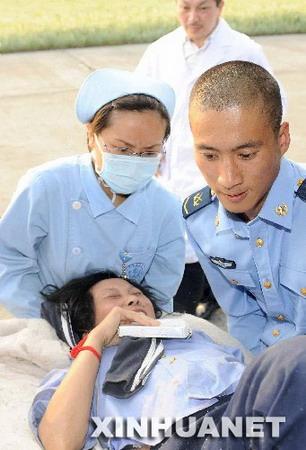 抗震救灾医疗工作者:白衣天使也是白衣战士