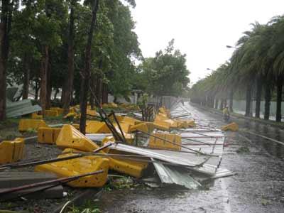 组图:台风凤凰28日袭击台湾