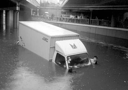 江西69个县市出现暴雨紧急转移近6万人(组图)
