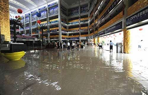 南京遭暴雨袭击致通往安徽方向铁路受损