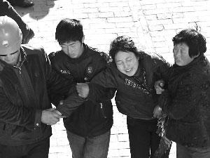 陕西11名小学生煤气中毒身亡校长被警方控制