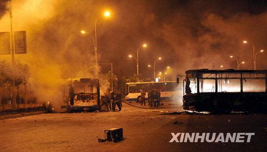 新疆自治区主席谈乌鲁木齐打砸抢烧事件(组图)