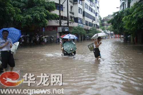 重庆暴雨致36万人受灾直接经济损失1.8亿(图)