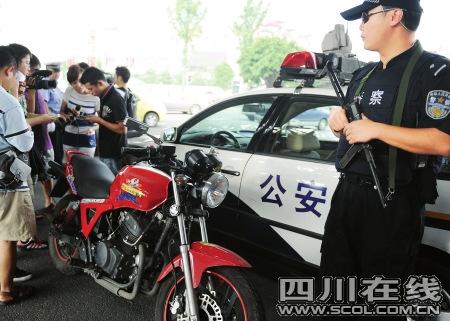 成都赋予巡警处理轻微交通事故权力
