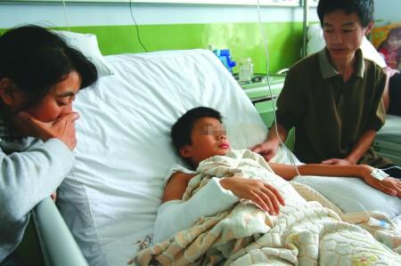 学生艹老师_9月17日,金雀山小学五年级学生明明(化名)被老师踢了几脚,随后,他