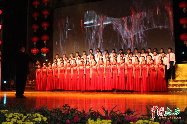 大合唱祖国颂表达了宜春人民对祖国的热爱.