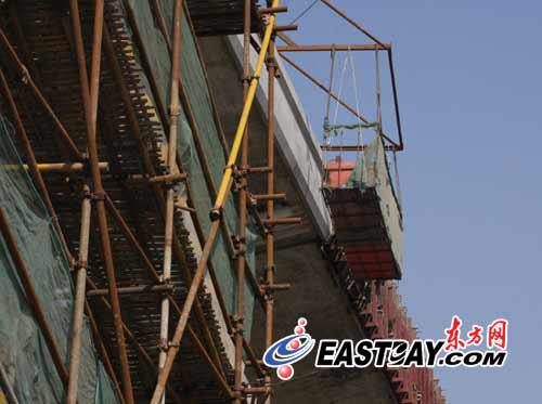 上海嘉闵高架工地2名工人坠亡(图)