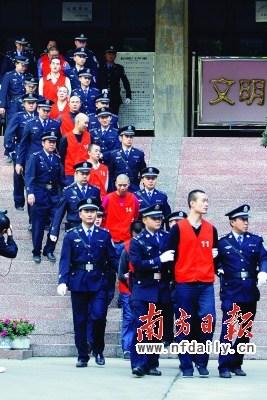重庆谢才萍一审被判18年其男宠被判4年6个月