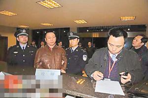 重庆打黑案涉嫌造假律师曾驾车撞女检察官