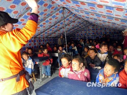 玉树第三完全小学开设帐篷学堂还将建64个校舍