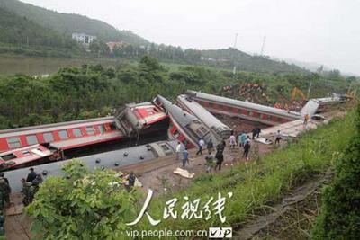 山体滑坡致沪昆线火车脱线乘客睡梦中遭遇事故