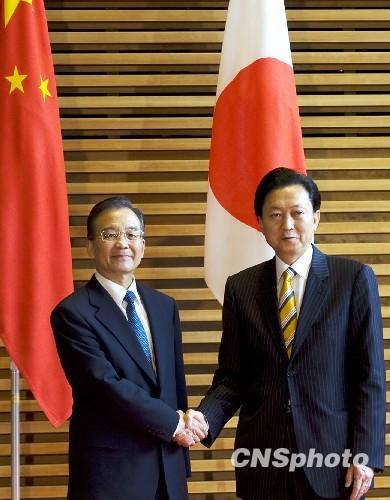 温家宝与日本首相鸠山由纪夫举行会谈