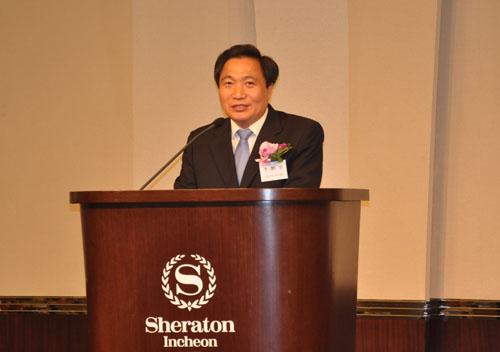 韩国国会议员李鹤宰在欢送晚宴上致辞