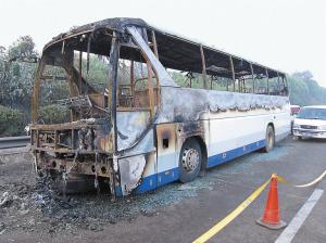 长沙大巴机场起火燃烧只剩下骨架