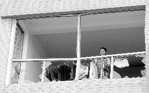 南京爆炸工厂附近危房开拆部分店铺恢复营业