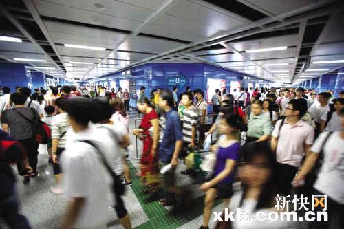 22万换乘客流逼爆地铁昌岗站被迫控流
