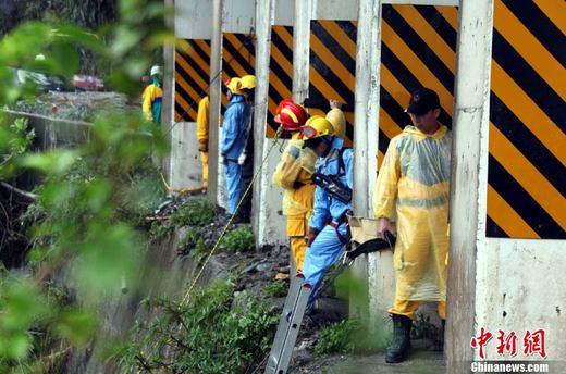 台湾公路坍方事故发现3名罹难者仍有23人失踪