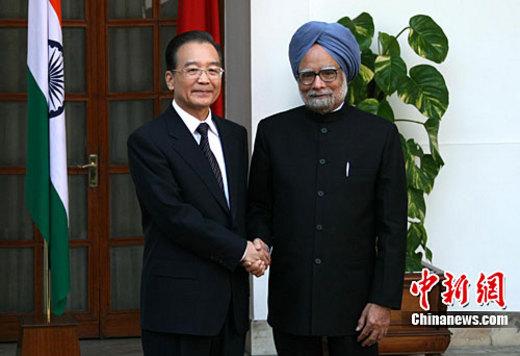 12月16日,中国总理温家宝在新德里与印度总理辛格举行会谈。中新社记者 周兆军 摄