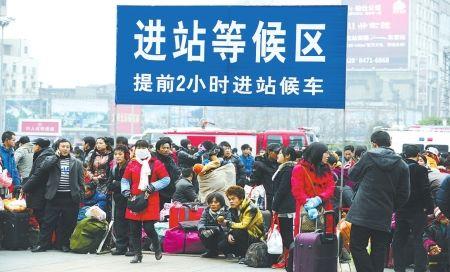 成都火车北站,到处是等待上车的旅客