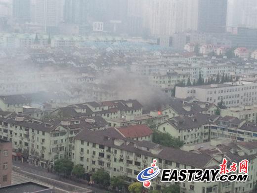 方路一居民住宅小区起火 暂无人员伤亡报告