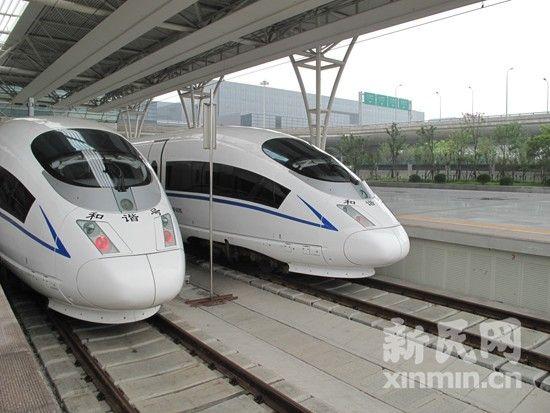 新民网记者在上海虹桥站2号站台搭乘北车制造的CRH380BL型号G2列车,车头并非子弹头。新民网记者 袁蓉 虹桥站回传