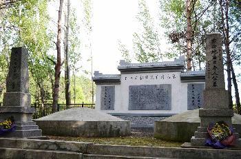 这是位于黑龙江省方正县中日友好园林内的日本人公墓 新华社记者潘祺摄