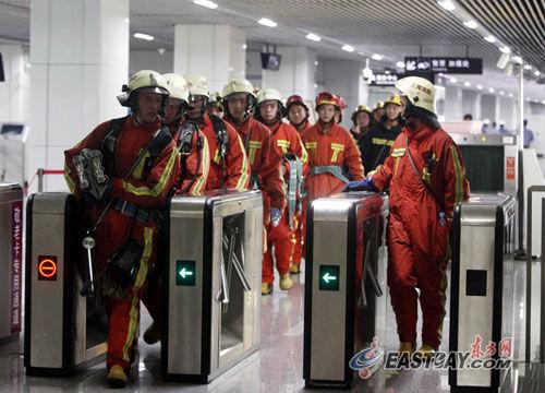 2011年9月27日下午两点半左右,由于新天地站信号故障上海地铁10号线采用人工调度,导致豫园路站两辆列车追尾碰擦。