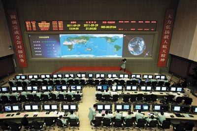 北京航天飞行控制中心。29日,载人航天工程总指挥常万全宣布:天宫一号目标飞行器发射成功。新华社记者 王永卓 摄