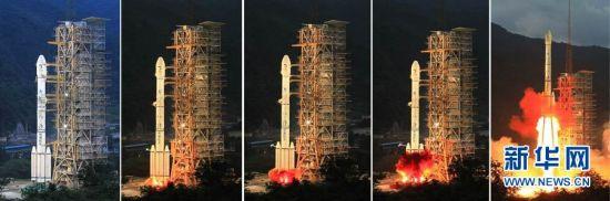 2010年10月1日18时59分57秒,搭载着嫦娥二号卫星的长征三号丙运载火箭在西昌卫星发射中心点火发射。这是嫦娥二号发射瞬间的情景(拼版照片)。 新华社记者李刚摄