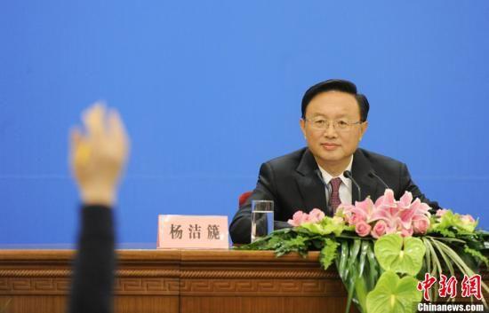 3月6日,十一届全国人大五次会议在人民大会堂举行记者会,邀请外交部部长杨洁篪就中国外交政策和对外关系回答中外记者提问。中新社记者 廖攀 摄
