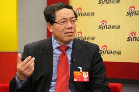 全国人大代表、柳州市委书记陈刚在访谈中