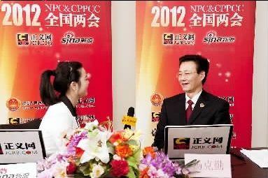 吉林省检察院检察长杨克勤做客正义网。  杨征摄