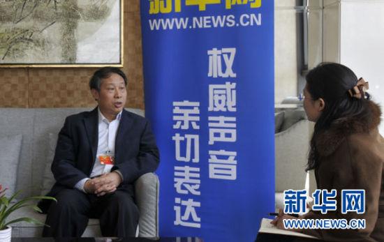3月10日,全国政协委员、中国人民大学党委书记程天权接受新华网记者独家专访,回应自主招生选拔中社会关注的热点问题。新华网记者 陶叶摄
