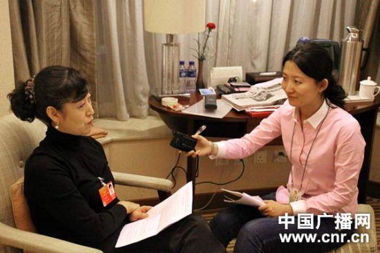 全国人大代表咸顺女接受中国广播网记者 张璇 访问(中广网记者 晁向荣 摄影)