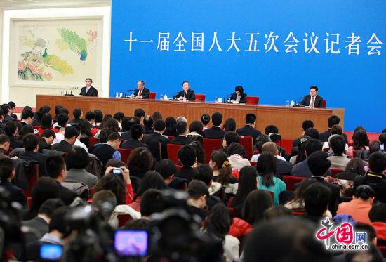 国务院总理温家宝会见中外记者会现场(中国网 杨佳摄影)