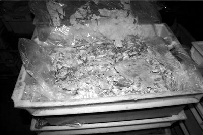 用鸭肉和添加剂制成的毒肉。