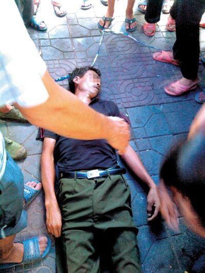 7月17日,邓正加的尸体停放在事发现场。死者家属供图