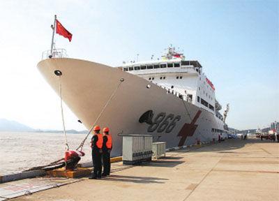 图为和平方舟医院船21日起航赴菲律宾。新华社记者 吴登峰 摄