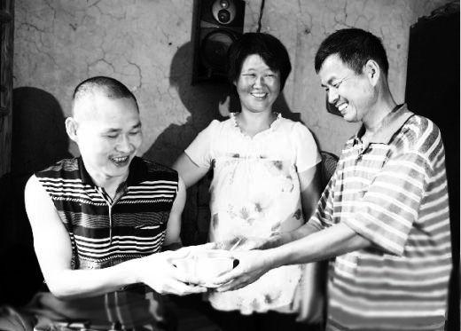 汪金玲 刘万继 郭宏建   感人至深的两夫一妻特殊家庭