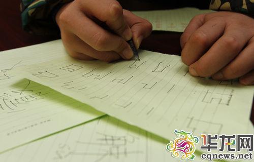 对,而且每个字的笔画顺序也必须符合要求. 首席记者 李靖 摄-代表