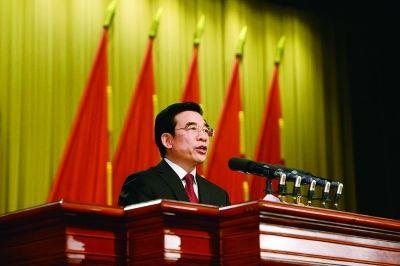 市长王安顺作政府工作报告摄/法制晚报 记者 刘畅
