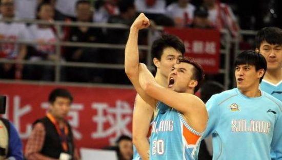 西热力江解释庆祝手势:我在模仿《海贼王》
