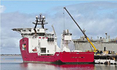 """休斯顿7日透露,澳大利亚海军""""海洋之盾""""号军舰6日两次侦测到水下脉冲信号,但仍需进一步确认。美联社"""