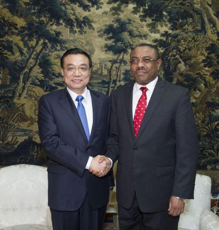 5月4日,中国国务院总理李克强在亚的斯亚贝巴与埃塞俄比亚总理海尔马里亚姆举行会谈。新华社记者 王晔 摄