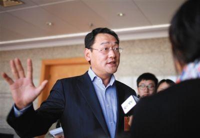 2013年3月4日,全国两会期间,华润集团董事长宋林接受媒体采访。图/CFP