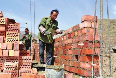 据岷县灾后重建办公室负责人介绍