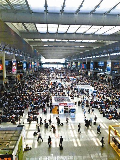 京沪高铁因设备故障多趟列车晚点 大批乘客滞留
