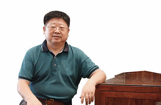 2014 年 7 月,吴建雄在北京接受本刊记者采访。(胡运杰 摄)