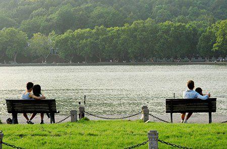 西湖免费开放后,时任中共浙江省委书记习近平曾有三次向杭州西湖管理部门转达了他的建议。